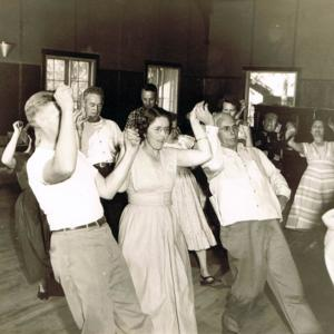 Ten Pretty girls at American Squares school 1953.jpg