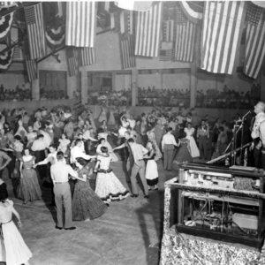 Pappy calling at big dance.jpg
